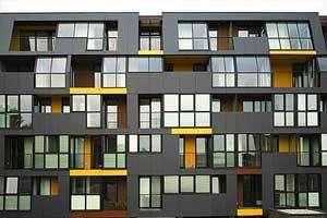 Какое выбрат обрамление окон на фасаде дома и на балконе